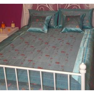 Parrure de lit en soie mélangée brodée Anjali