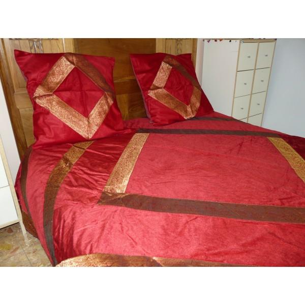 couvre lit en velours et brocard. Black Bedroom Furniture Sets. Home Design Ideas