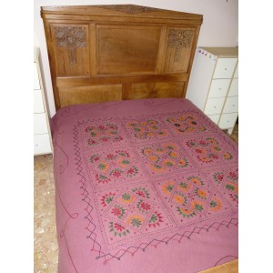 Couvre-lit en coton brodé et orné de miroirs violine