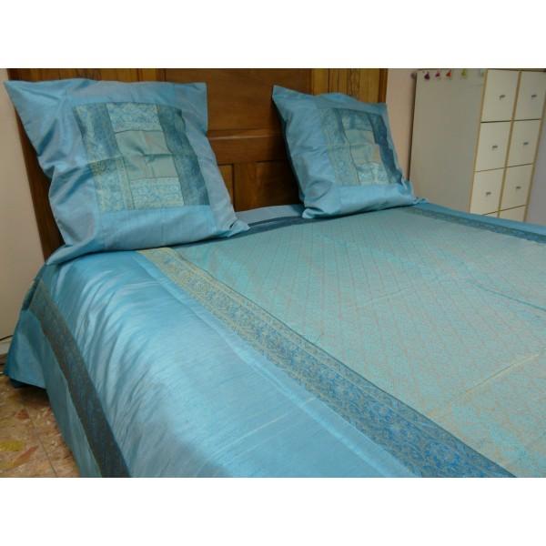 couvre lit en brocard suhana. Black Bedroom Furniture Sets. Home Design Ideas