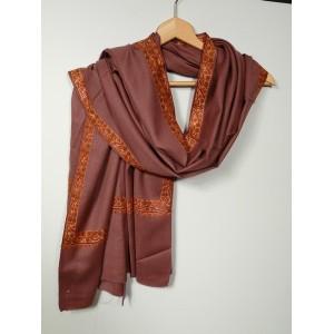 Châle en laine brodé à la main avec bordures